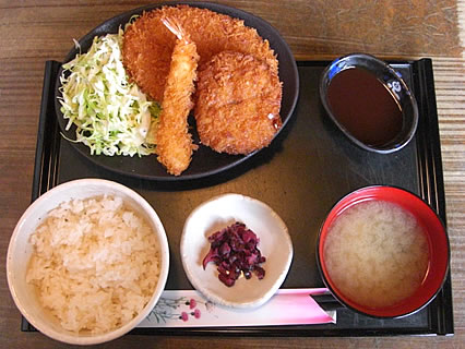 釜飯と串焼 とりでん ミックスフライ定食(500円)