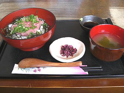 釜飯と串焼 とりでん 鮪のねぎとろろ丼(500円)