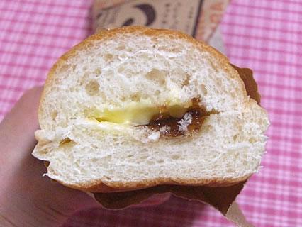 山崎製パン コッペパン(黒みつ&マーガリン) 断面