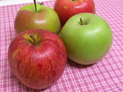 夏収穫のリンゴ