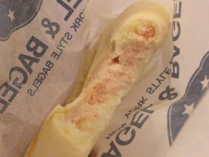BAGEL & BAGELエスパル仙台店 アイスベーグル(苺ミルク) 断面