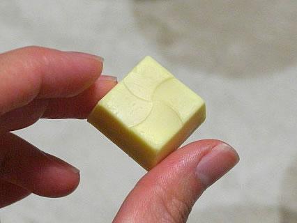 チロルチョコ リラックマ おすすめチロル(ホットケーキ)表面