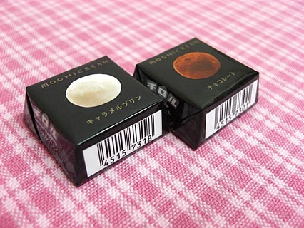 チロルチョコ モチクリーム(チョコレート、キャラメルプリン)