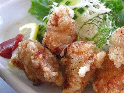 お食事処 咲さく 鶏からあげ定食 ハーブの風味づけ アップ