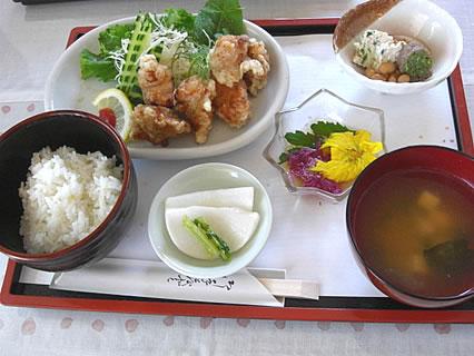 お食事処 咲さく 鶏からあげ定食 ハーブの風味づけ(750円)