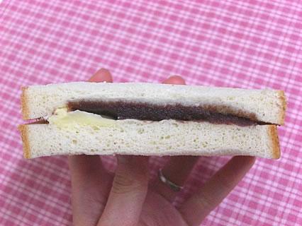 (有)吉田ベーカリー もんぶらん サンドパン(アンバター)140円