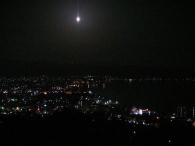 お月様がピカリ~ん