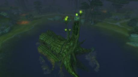 池に浮かぶ木