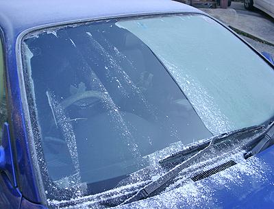 霜でフロントガラスが凍り付いたS15