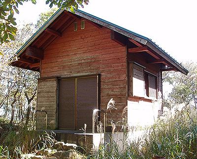 一軒の避難小屋