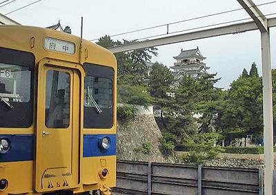 福山駅ホームから見る福山城