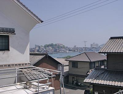 阿藻珍味駐車場から望む鞆港