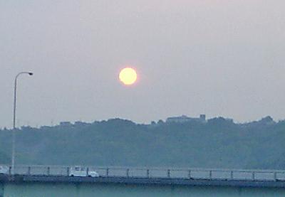 真っ赤に燃える太陽