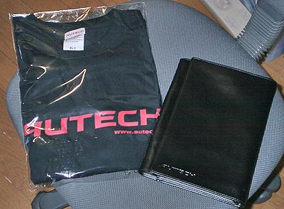AutechのTシャツと本革車検証入れ