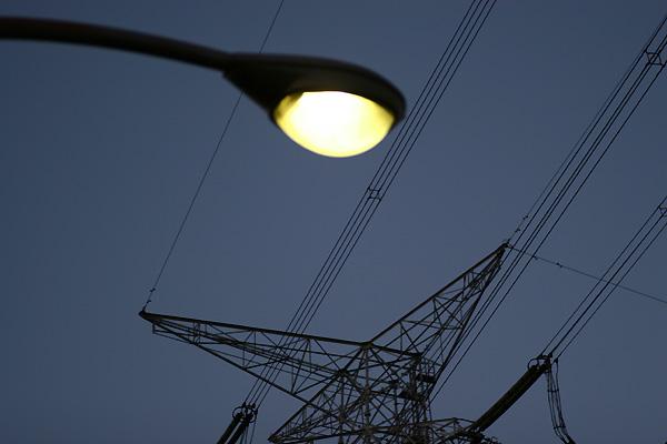街灯と鉄骨