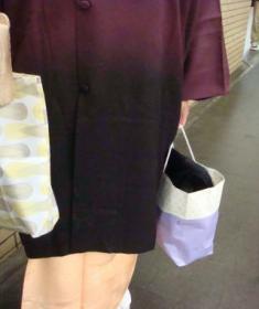 紫ぼかしのコート