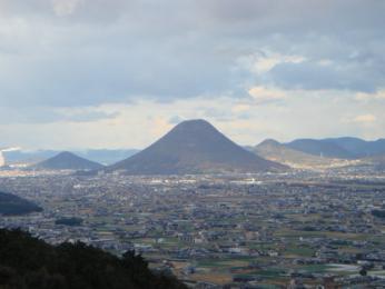 ご本宮から見た讃岐富士
