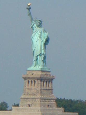 帰りの船から見た女神