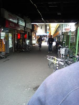 駅の高架下