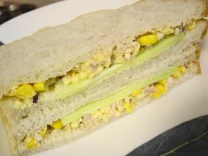 20090730ルバーブ酵母山食でサンドイッチ