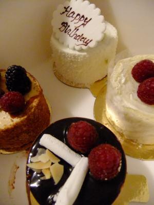 b-day+cakes_convert_20111226101616.jpg