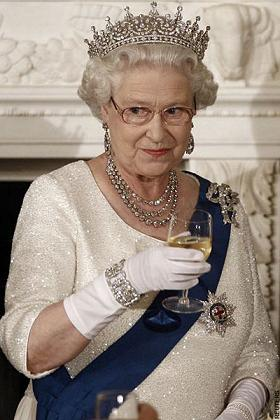 ガーター勲章 エリザベス女王