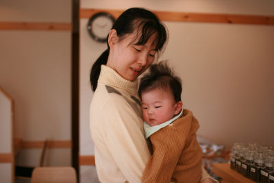 【ママに抱かれて】
