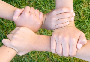 http://blog-imgs-24.fc2.com/k/o/s/kosstyle/1285834_four_hands.jpg