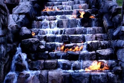 水の中の火