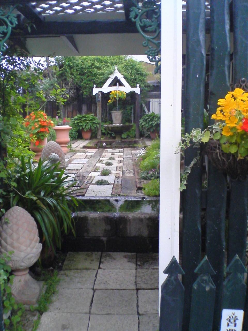 夢二庵の庭入り口