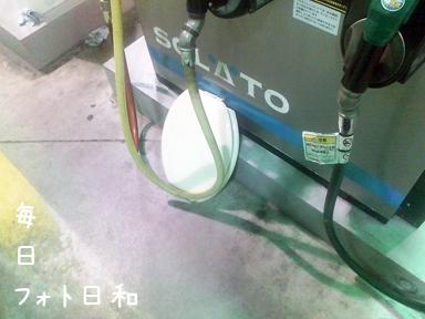 D1006376 深夜のガソリンスタンドには不思議がいっぱい