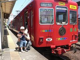 おもちゃ電車前