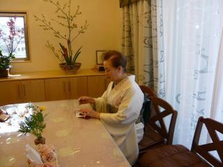 お茶を楽しむ母