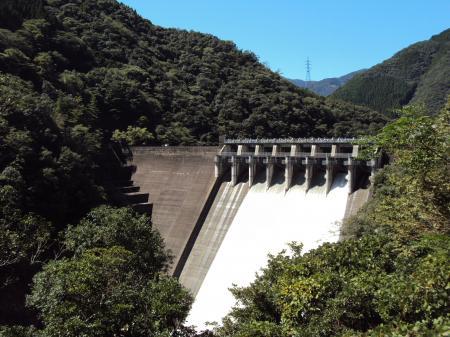 山奥の方のダム
