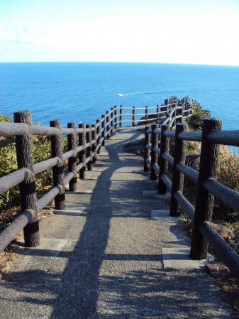 海の上の道