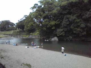 夏休みの河原。