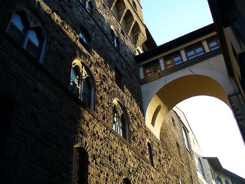 800px-Vasari_Corridor_1.jpg