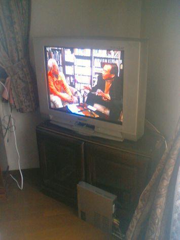 我家の厚型ブラウン管テレビ(゚_゚;)