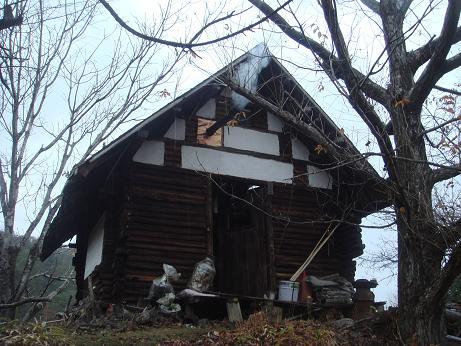 初冬の山小屋