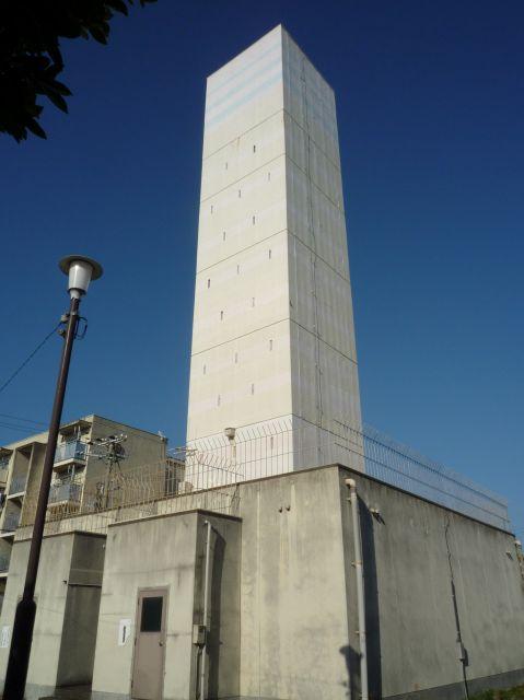 尾崎鉄筋住宅の給水塔