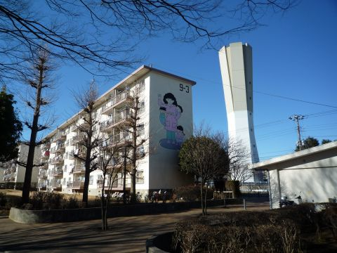 給水塔と住棟壁画