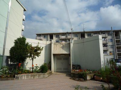 大阪府営安威住宅の給水塔跡