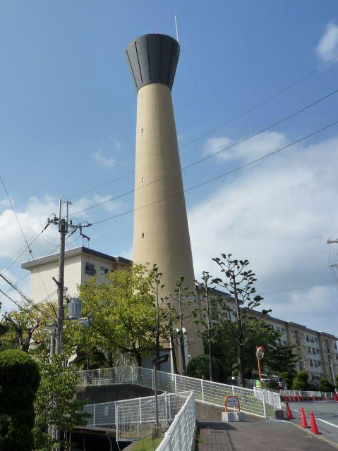 大阪府公社茨木郡山団地の給水塔