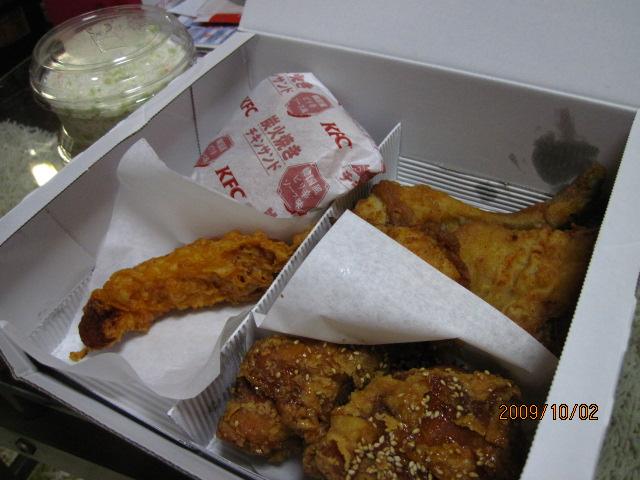 KFC 旨だれチキンと炭火焼きチキンサンドをデリバリ