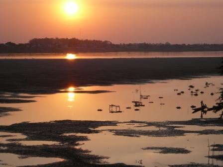 メコン川に沈む夕陽