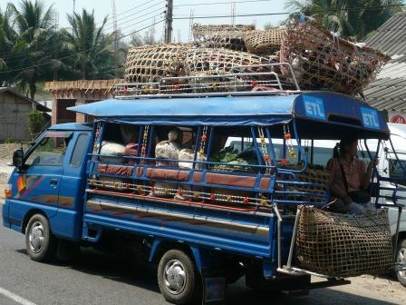 乗合いトラックバス