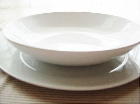 白いお皿01