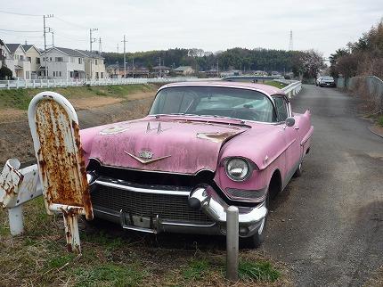 ピンクの廃(?)キャデラック