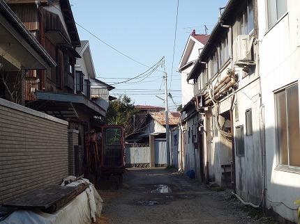 溝口の未舗装の路地