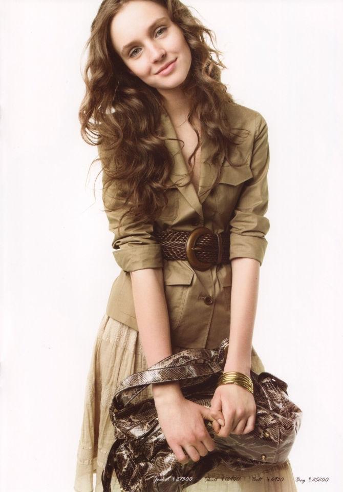 LOUNIE(ルーニィ)通販:2009夏物公式カタログ(7):細かいディティールが女っぷりを上げるサファリテイストのテーラードジャケット!